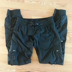 Lululemon workout black joggers pants size 4
